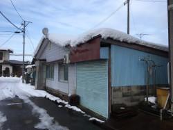 町中での買い物にも便利な車庫付き中古住宅