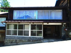 桜、史跡、温泉の城下町「高遠」の古民家