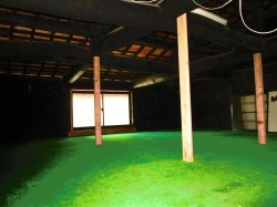 2階 広い屋根裏部屋・太い梁は昔のまま
