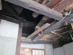 玄関土間の昔ながらの天井