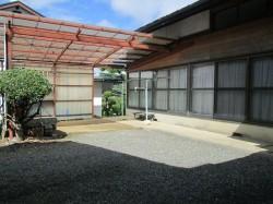 屋根付の駐車スペース