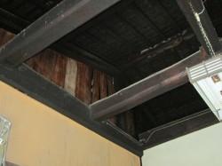 玄関土間の天井の梁