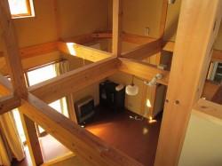 2階階段付近からLDKを見る