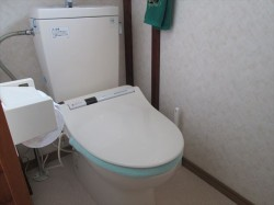 ウォシュレット付き水洗トイレ