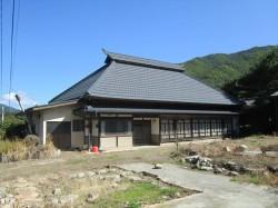 江戸中期の手斧削りの天井と囲炉裏が残る古民家