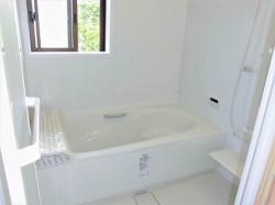 清潔感ある白で統一した新設バスルーム♪