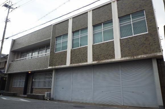 鉄筋コンクリート造の2階建店舗付き住宅