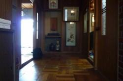 玄関からのホール