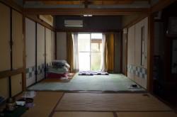 1階玄関横の和室。手前6帖と奥4.5帖
